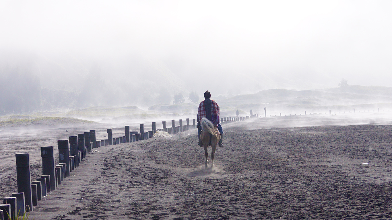 MtBromo, Indonesia Sony A77 | 70-300mm F4.5-5.6 G SSM | Aperture : f/8 | Shutter Speed : 1/1250 sec | ISO : 320