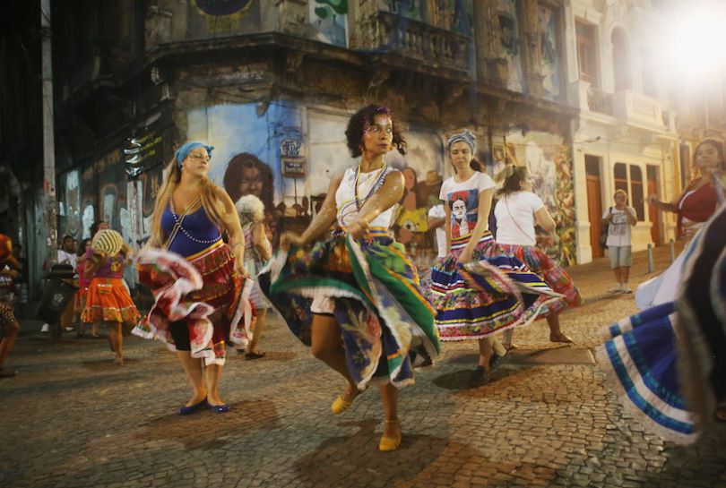 RIO DE JANEIRO, BRAZIL - APRIL 11: Dancers perform on their way to attend a rally with former President Luiz Inacio Lula da Silva, 'Lula', supporting President Dilma Rousseff in the historic Lapa neighborhood on April 11, 2016 in Rio de Janeiro, Brazil. Brazil's congressional impeachment committee approved the motion to proceed with President Dilma Rousseff's impeachment process today. A full vote by the lower house of Congress on the impeachment is scheduled for Sunday to decide whether she will face trial.  (Photo by Mario Tama/Getty Images)