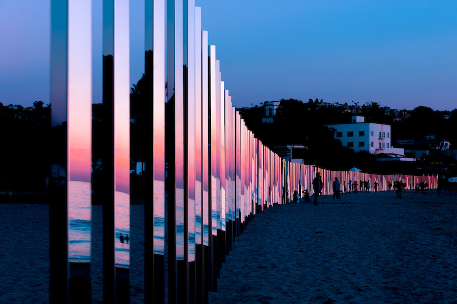 majestic-installation-made-of-250-mirrors-in-california-0