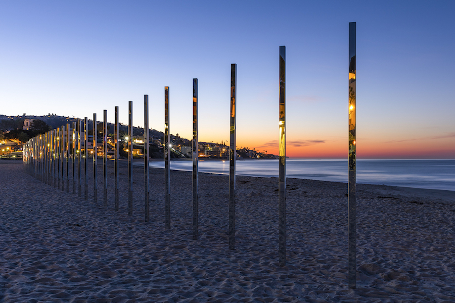 majestic-installation-made-of-250-mirrors-in-california-2