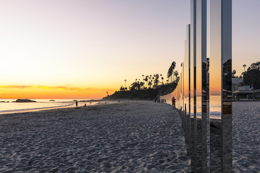 majestic-installation-made-of-250-mirrors-in-california-4